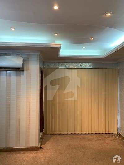 In commercial 2 Bedrooms Apartment