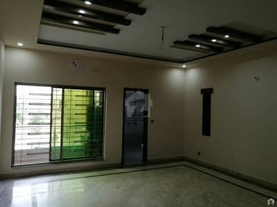پی جی ای سی ایچ ایس فیز 1 پنجاب گورنمنٹ ایمپلائیز سوسائٹی لاہور میں 5 کمروں کا 10 مرلہ مکان 2.5 کروڑ میں برائے فروخت۔