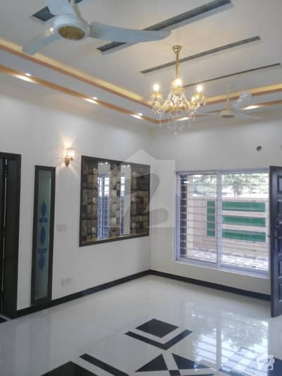 One Kanal Facing Park Single Storey House For Sale