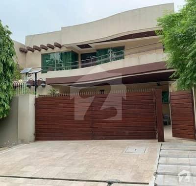 نیسپاک سکیم فیز 1 کالج روڈ لاہور میں 6 کمروں کا 1 کنال مکان 3.05 کروڑ میں برائے فروخت۔