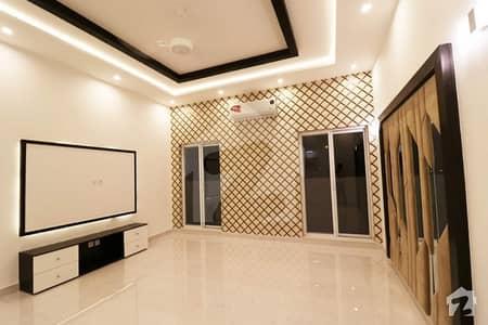 ڈی ایچ اے فیز 6 - بلاک ایچ فیز 6 ڈیفنس (ڈی ایچ اے) لاہور میں 5 کمروں کا 1 کنال مکان 1.7 لاکھ میں کرایہ پر دستیاب ہے۔