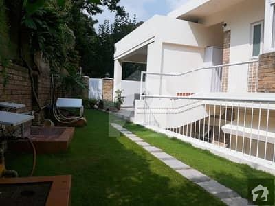 ایف ۔ 7 اسلام آباد میں 4 کمروں کا 1 کنال مکان 3 لاکھ میں کرایہ پر دستیاب ہے۔