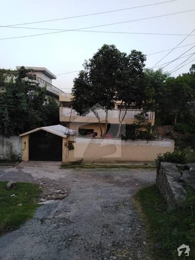 اسلام آباد - مری ایکسپریس وے اسلام آباد میں 7 کمروں کا 13 مرلہ مکان 1.1 کروڑ میں برائے فروخت۔