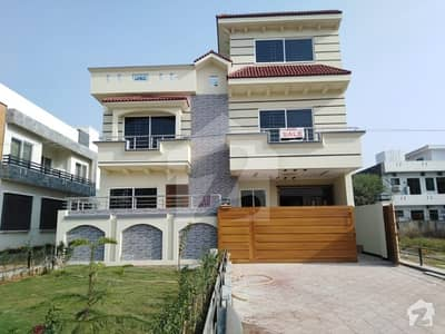 جی ۔ 13/4 جی ۔ 13 اسلام آباد میں 5 کمروں کا 11 مرلہ مکان 4.25 کروڑ میں برائے فروخت۔