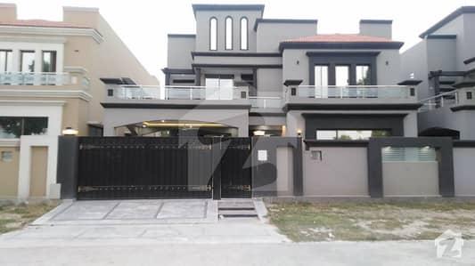 لیک سٹی لاہور میں 11 کمروں کا 2 کنال مکان 8 کروڑ میں برائے فروخت۔