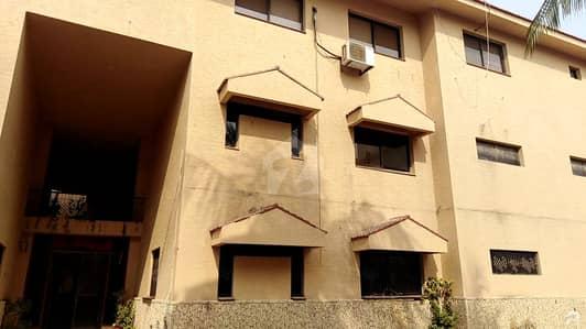 پی ای سی ایچ ایس بلاک 6 پی ای سی ایچ ایس جمشید ٹاؤن کراچی میں 11 کمروں کا 2.4 کنال بالائی پورشن 5 لاکھ میں کرایہ پر دستیاب ہے۔