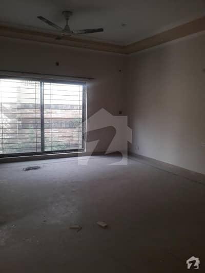 ڈی ایچ اے فیز 8 - بلاک این ڈی ایچ اے فیز 8 ڈیفنس (ڈی ایچ اے) لاہور میں 3 کمروں کا 1 کنال بالائی پورشن 45 ہزار میں کرایہ پر دستیاب ہے۔