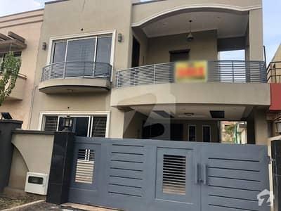 بحریہ ٹاؤن فیز 4 بحریہ ٹاؤن راولپنڈی راولپنڈی میں 5 کمروں کا 10 مرلہ مکان 2.2 کروڑ میں برائے فروخت۔