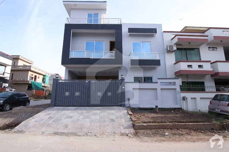 جی ۔ 13 اسلام آباد میں 5 کمروں کا 8 مرلہ مکان 3.1 کروڑ میں برائے فروخت۔