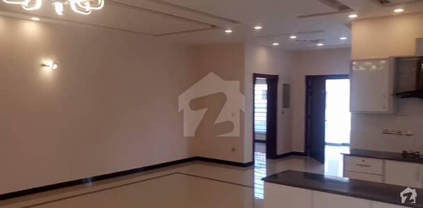 بحریہ ٹاؤن فیز 3 بحریہ ٹاؤن راولپنڈی راولپنڈی میں 6 کمروں کا 1 کنال مکان 1.2 لاکھ میں کرایہ پر دستیاب ہے۔