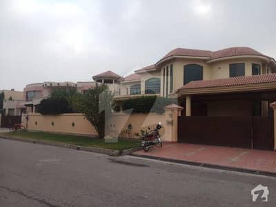 32 Marla General Villa Available For Rent In Cant Serwar Colony