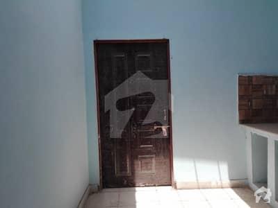 شہزاد کالونی ڈیرہ غازی خان میں 1 مرلہ کمرہ 6 ہزار میں کرایہ پر دستیاب ہے۔