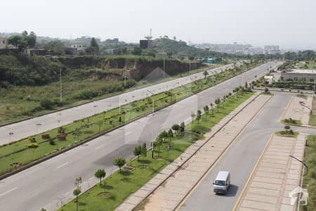 Fabulously Located 08 Marla Boulevard Corner Commercial Plot For Sale In Magnolia Block DHA Valley