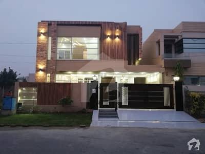 ڈی ایچ اے فیز 8 ڈیفنس (ڈی ایچ اے) لاہور میں 4 کمروں کا 10 مرلہ مکان 2.85 کروڑ میں برائے فروخت۔