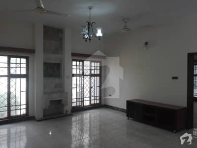 One Kanal Beautiful Upper Portion Available For Rent