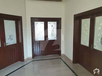 ڈی ایچ اے فیز 4 - بلاک ڈیڈی فیز 4 ڈیفنس (ڈی ایچ اے) لاہور میں 5 کمروں کا 1 کنال مکان 1.55 لاکھ میں کرایہ پر دستیاب ہے۔