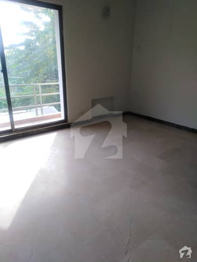 جی ۔ 10/2 جی ۔ 10 اسلام آباد میں 4 کمروں کا 1 کنال مکان 1.3 لاکھ میں کرایہ پر دستیاب ہے۔