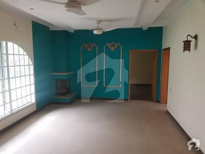 گلبرگ لاہور میں 2 کمروں کا 1 کنال مکان 1.3 لاکھ میں کرایہ پر دستیاب ہے۔