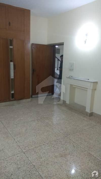 جی ۔ 10/4 جی ۔ 10 اسلام آباد میں 5 کمروں کا 10 مرلہ مکان 87 ہزار میں کرایہ پر دستیاب ہے۔