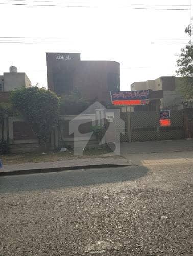 single story semi commercial for rent in nespak 1