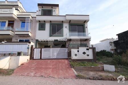 جی ۔ 13 اسلام آباد میں 5 کمروں کا 8 مرلہ مکان 2.75 کروڑ میں برائے فروخت۔