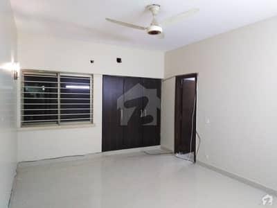 فریرے ٹاؤن کراچی میں 4 کمروں کا 10 مرلہ فلیٹ 4.9 کروڑ میں برائے فروخت۔