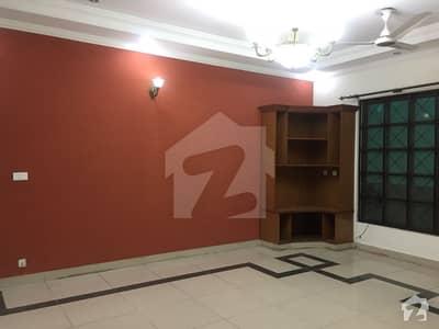 ڈی ایچ اے فیز 1 - سیکٹر اے ڈی ایچ اے ڈیفینس فیز 1 ڈی ایچ اے ڈیفینس اسلام آباد میں 3 کمروں کا 1 کنال زیریں پورشن 55 ہزار میں کرایہ پر دستیاب ہے۔