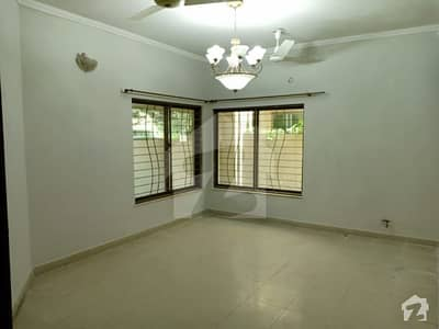 10 Marla Tipu Design 5 Bedrooms House For Sale Located In Sector C Askari X Lahore Cantt