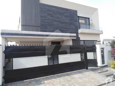 1 Kanal Luxury Bungalow Available For Rent in Phase 8