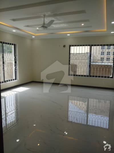 500 sqyrd Stylish Brand New Ground and Basement of for Rent in F11
