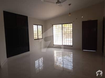 کلفٹن ۔ بلاک 8 کلفٹن کراچی میں 5 کمروں کا 1 کنال مکان 3 لاکھ میں کرایہ پر دستیاب ہے۔