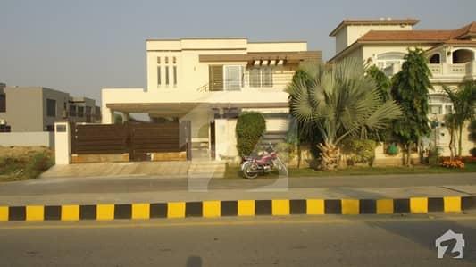 ڈی ایچ اے فیز 6 - بلاک جے فیز 6 ڈیفنس (ڈی ایچ اے) لاہور میں 5 کمروں کا 1 کنال مکان 1.4 لاکھ میں کرایہ پر دستیاب ہے۔
