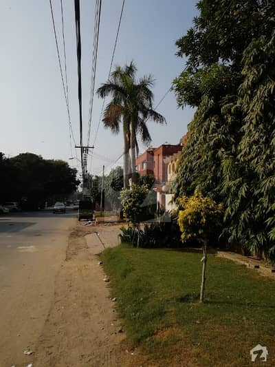 House Available For Sale In Gulberg 3