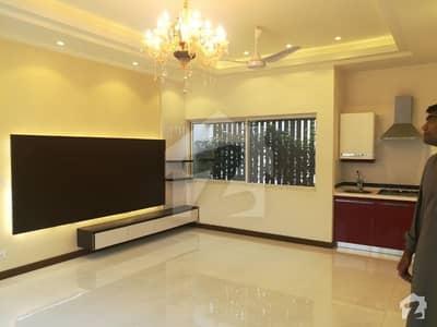 ڈی ایچ اے فیز 6 - بلاک ڈی فیز 6 ڈیفنس (ڈی ایچ اے) لاہور میں 5 کمروں کا 1 کنال مکان 2.25 لاکھ میں کرایہ پر دستیاب ہے۔
