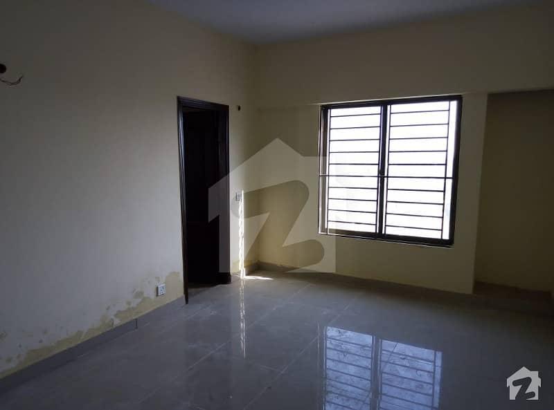 گلستان جوہر - بلاک 16-A گلستانِ جوہر کراچی میں 4 کمروں کا 8 مرلہ فلیٹ 57 ہزار میں کرایہ پر دستیاب ہے۔