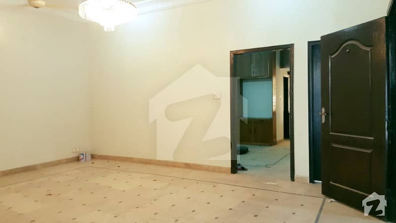 250 Sq Yards 6 Bedrooms Maintained House In Top Notch Locality