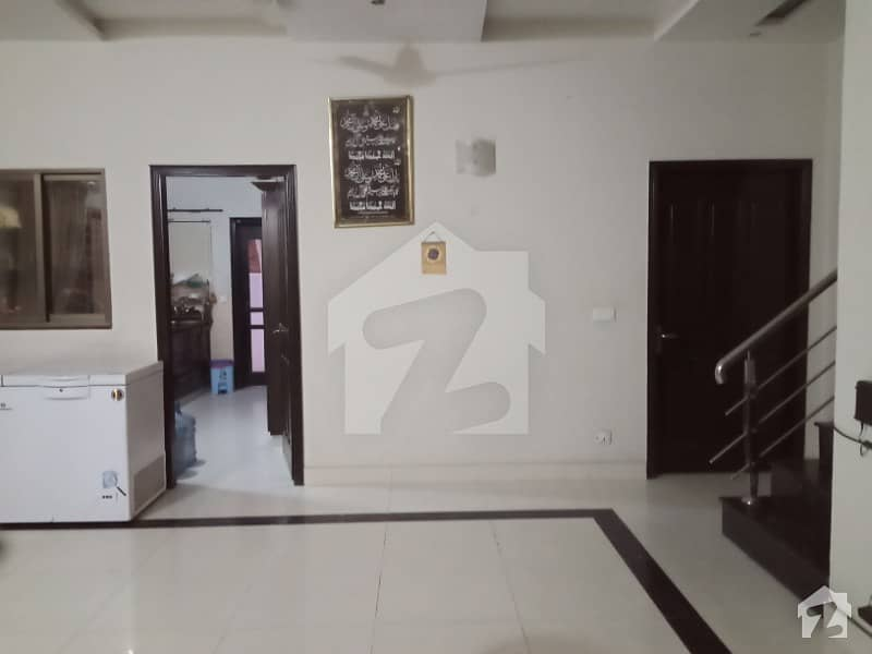 ڈی ایچ اے فیز 5 ڈیفنس (ڈی ایچ اے) لاہور میں 4 کمروں کا 10 مرلہ مکان 1.1 لاکھ میں کرایہ پر دستیاب ہے۔