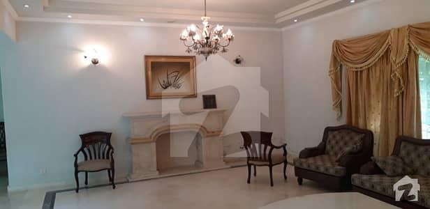 ڈی ایچ اے فیز 3 - بلاک وائے فیز 3 ڈیفنس (ڈی ایچ اے) لاہور میں 6 کمروں کا 2 کنال مکان 4 لاکھ میں کرایہ پر دستیاب ہے۔