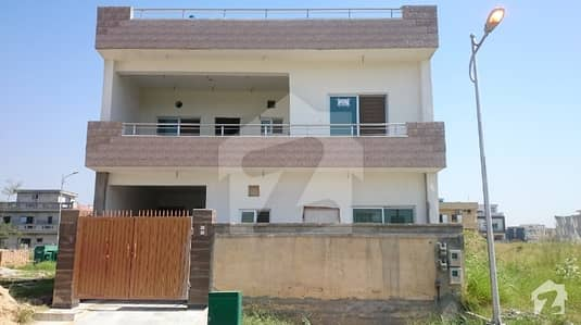 8 Marla Owner Build House In Very Reasonable Price In F-17/2