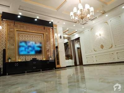 ڈی ایچ اے فیز 5 - بلاک ایل فیز 5 ڈیفنس (ڈی ایچ اے) لاہور میں 5 کمروں کا 1 کنال مکان 2.5 لاکھ میں کرایہ پر دستیاب ہے۔