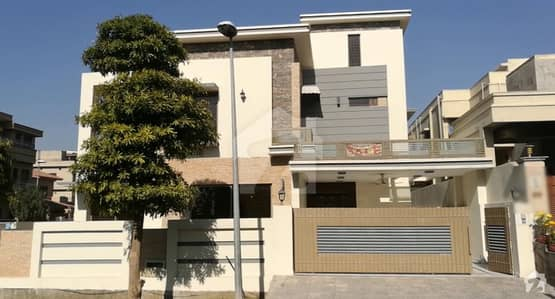 5 Bedroom Luxurious 1.1 Kanal Corner House For Sale