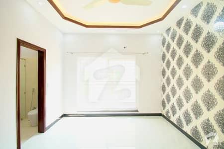 ڈی ایچ اے فیز 8 ڈیفنس (ڈی ایچ اے) لاہور میں 4 کمروں کا 10 مرلہ مکان 75 ہزار میں کرایہ پر دستیاب ہے۔