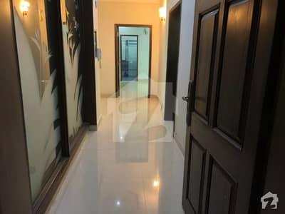 ڈی ایچ اے فیز 8 ڈیفنس (ڈی ایچ اے) لاہور میں 3 کمروں کا 1 کنال بالائی پورشن 45 ہزار میں کرایہ پر دستیاب ہے۔