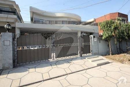 ڈی ایچ اے فیز 3 ڈیفنس (ڈی ایچ اے) لاہور میں 5 کمروں کا 1 کنال مکان 1.2 لاکھ میں کرایہ پر دستیاب ہے۔