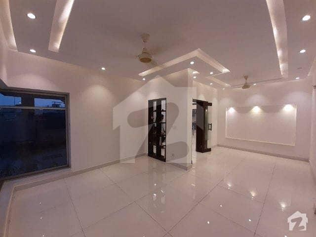 ڈی ایچ اے فیز 6 ڈیفنس (ڈی ایچ اے) لاہور میں 4 کمروں کا 9 مرلہ مکان 95 ہزار میں کرایہ پر دستیاب ہے۔