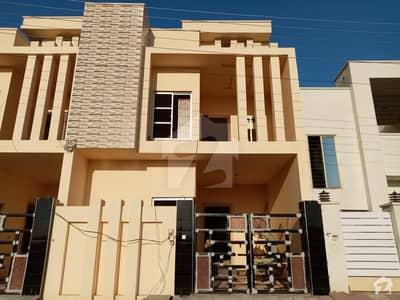 خیابان گرین ستیانہ روڈ فیصل آباد میں 6 مرلہ مکان 1.25 کروڑ میں برائے فروخت۔