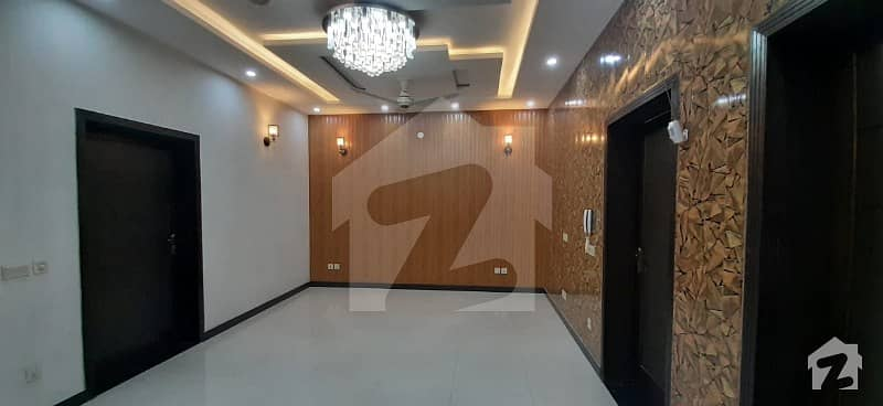 10 Marla Available For Rent In Bahria Town Lahore