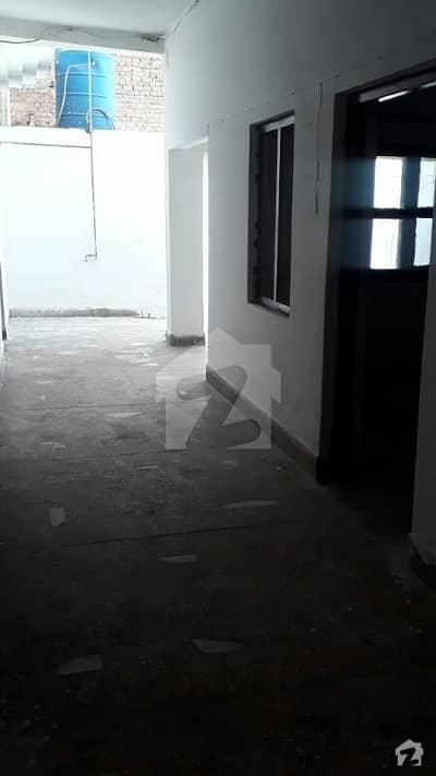 ارباب روڈ پشاور میں 4 کمروں کا 7 مرلہ مکان 27 ہزار میں کرایہ پر دستیاب ہے۔