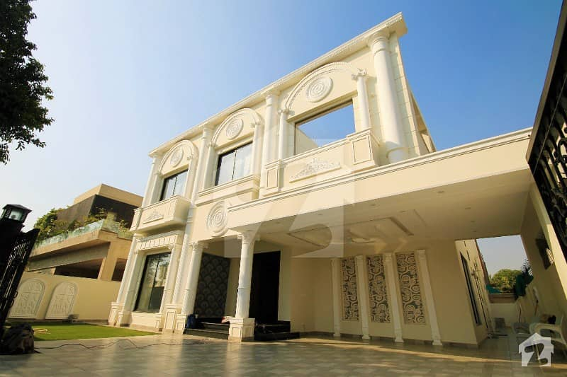 20 Marla Italian House Located At Big Road Near Park Available For Sale