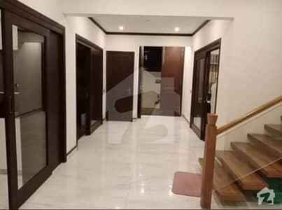 ڈی ایچ اے فیز 8 ڈی ایچ اے کراچی میں 6 کمروں کا 1.2 کنال مکان 4.3 لاکھ میں کرایہ پر دستیاب ہے۔